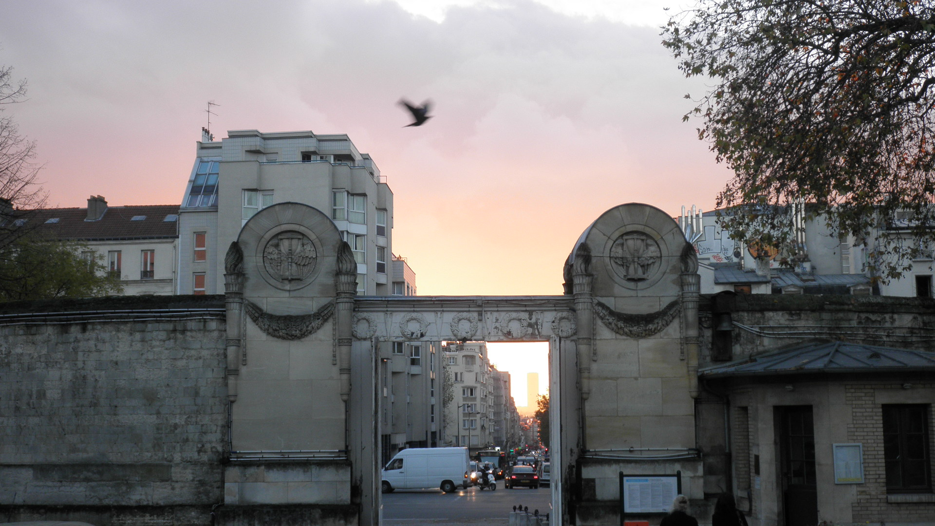 05  Pere Lachaise gates exiting  at dusk
